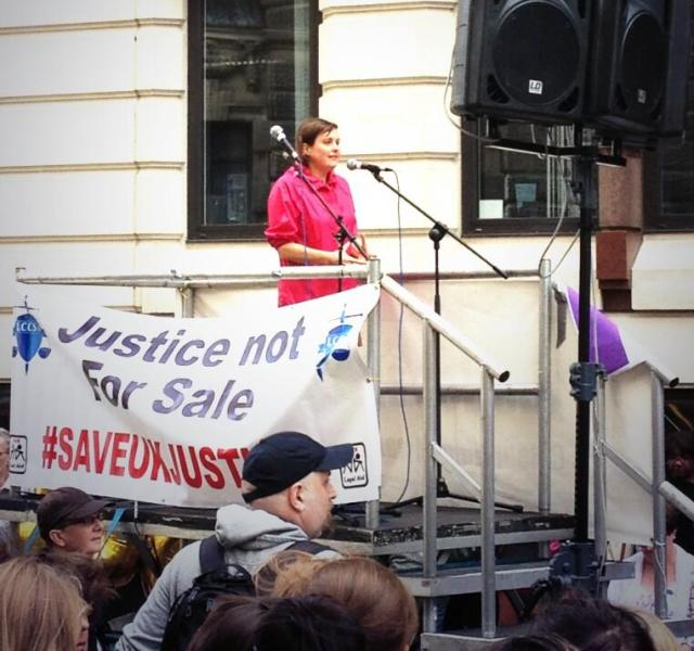 Josie Long The legal aid rally at the Old Bailey: As it happened on social meeja