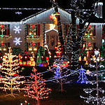320px-Christmas_Lights_house_display_Fotor